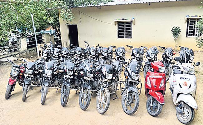 Minor Boy Arrest In Bike Robbery Case hyderabad - Sakshi