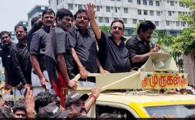 DMK Rebel Lader Alagiri Silent Rally Failure - Sakshi