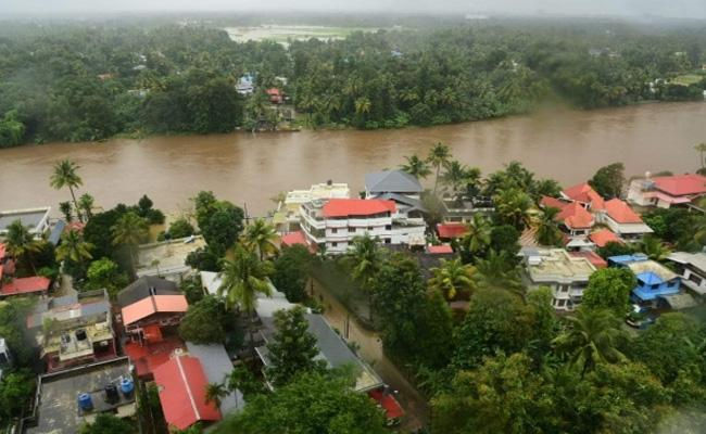 Kerala Students Losed Books With Floods - Sakshi