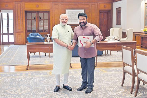 RSS pushes Mohanlal as BJP nominee - Sakshi