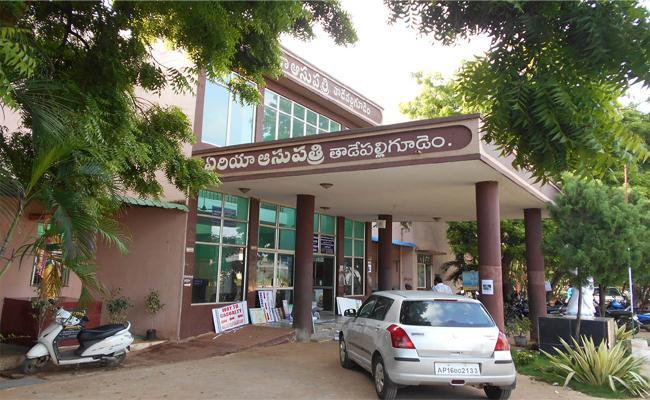 Beds And Medicine Shortage In Tadepalligudem West Godavari Hospital - Sakshi