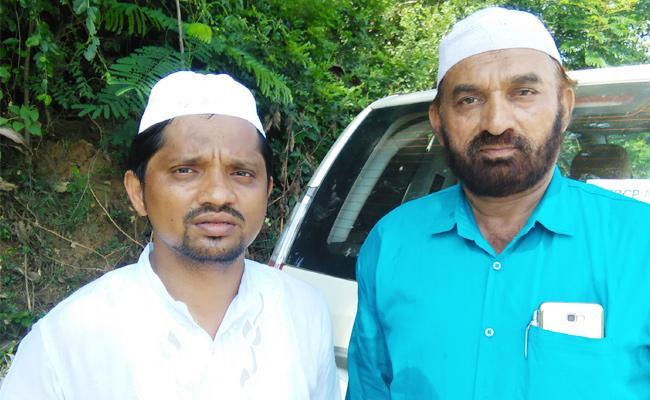 Muslim Brothers Meet YS Jagan In Praja Sankalpa Yatra - Sakshi