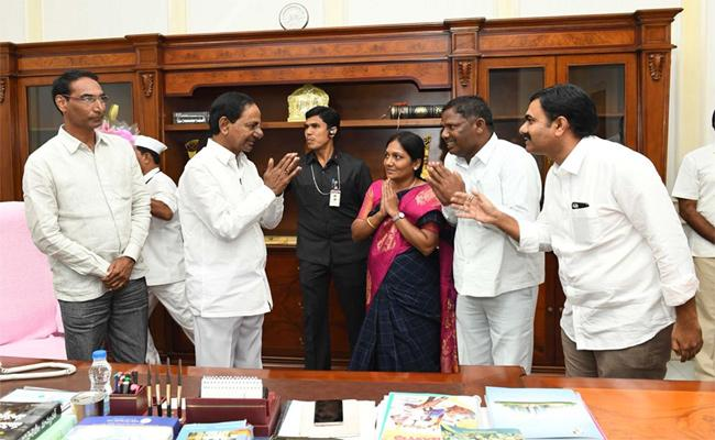 TRS  Leaders Complaints To KCR On Bodiga Shobha Karimnagar - Sakshi