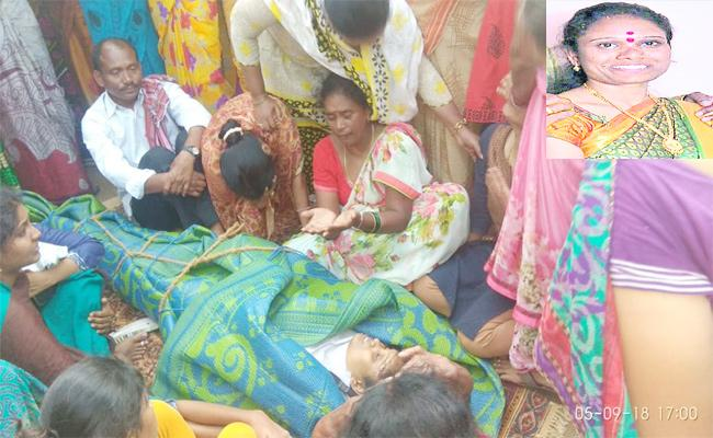 Young Women Suicide In Adilabad - Sakshi