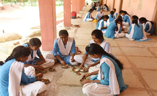Mid Day Meal Scheme Not Implemented In Govt Colleges Adilabad - Sakshi