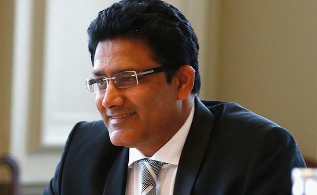 Former India coach Anil Kumble may be back soon in dugout; in talks with Delhi Daredevils - Sakshi