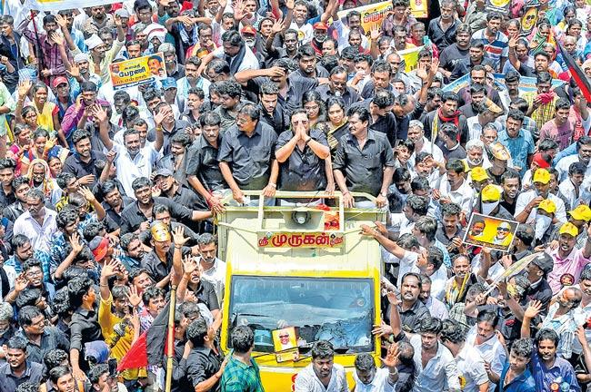 Alagiri's Chennai Show Of Strength Today, After Feelers To Brother Stalin - Sakshi