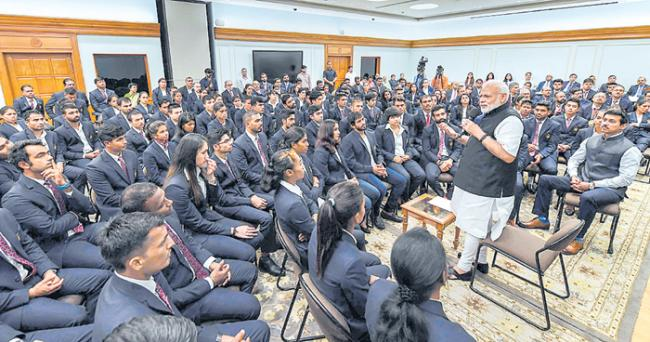 PM Narendra Modi wants Asian Games medalists to work harder  - Sakshi