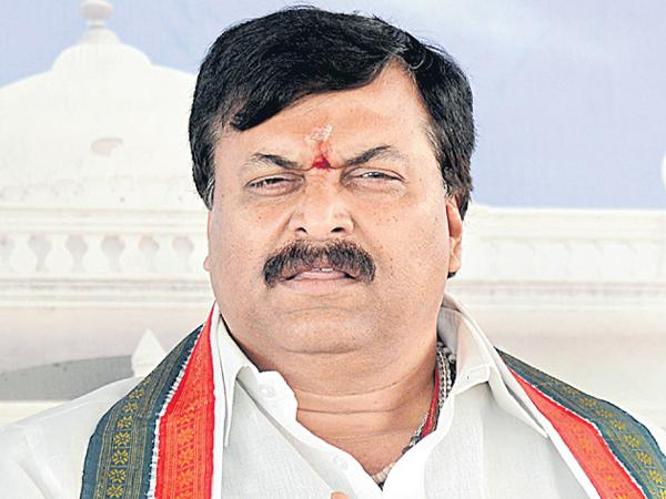 Ponguleti comments on CM KCR - Sakshi