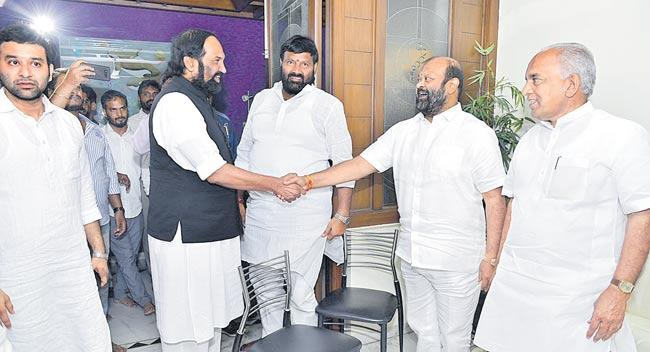 Congress meet in mukeshgoud residence - Sakshi