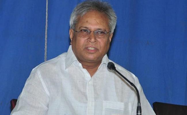 Undavalli Arun Kumar Fire On Kutumba rao - Sakshi