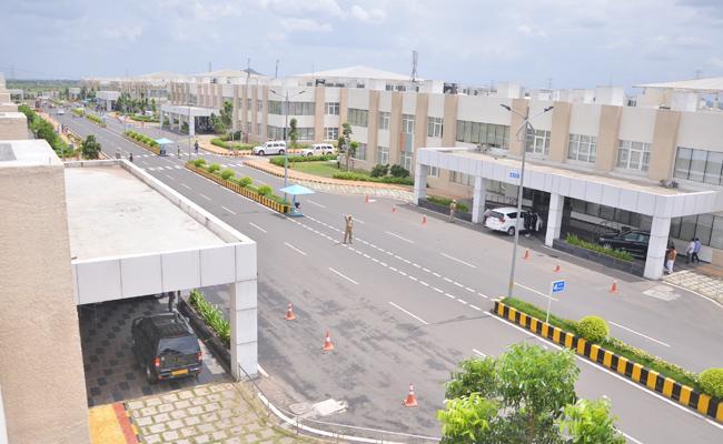 Wages Stopped To Amaravati Secretariat House Keeping Staff - Sakshi