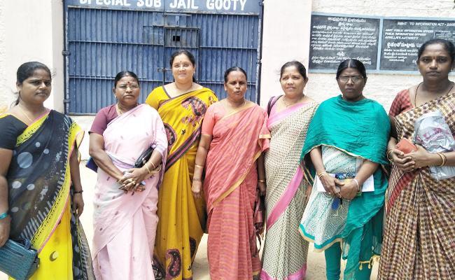 YSRCP Woman Leaders Slams Chandrababu Naidu - Sakshi