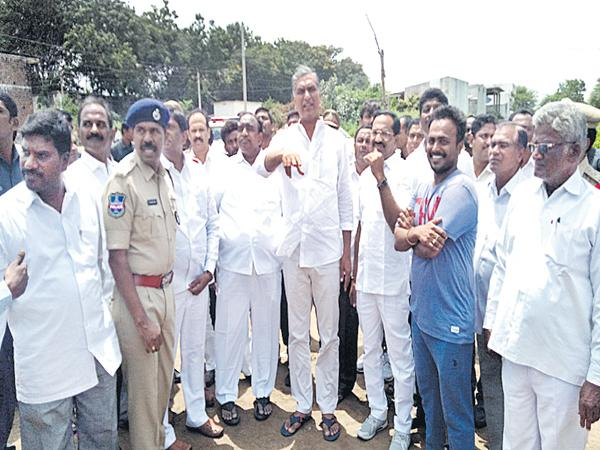Harish Rao comments on Congress Party - Sakshi