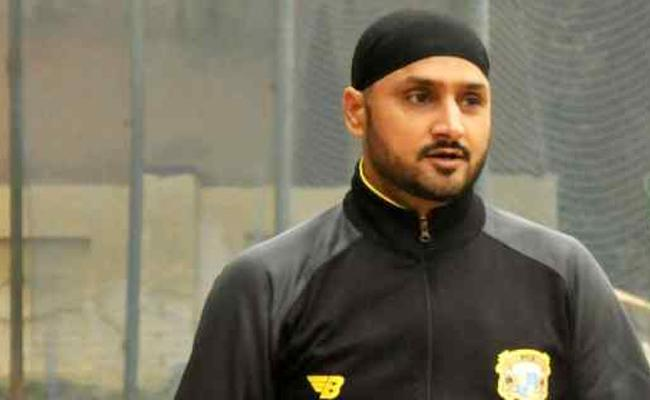 Harbhajan Singh Slams Indian Selectors - Sakshi
