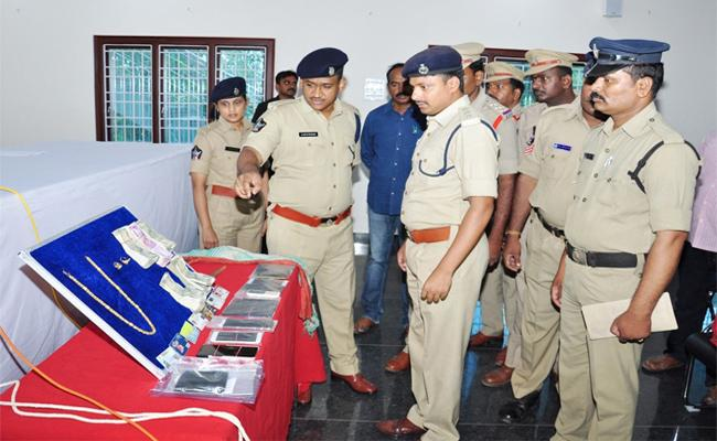 Jewellery Shop Owner Murder Mystery Reveals - Sakshi