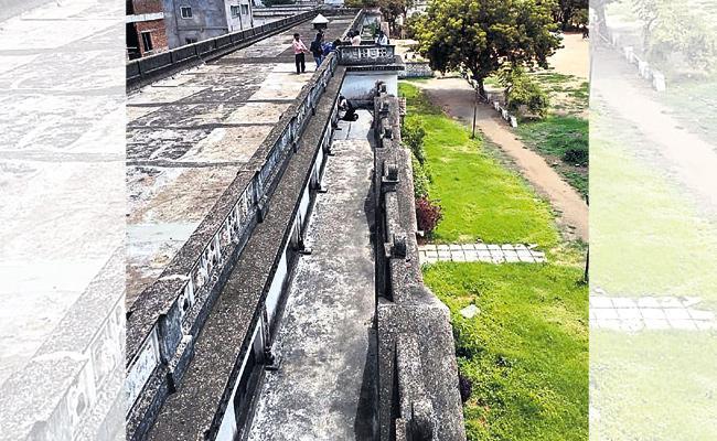 CC Camera Footage crucial In Nizam Museum Robbery - Sakshi