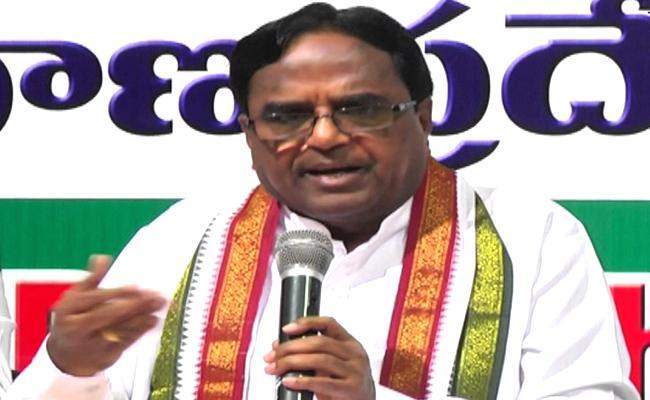 Congress Leader Ponnala Lakshmaiah Fires On KCR - Sakshi