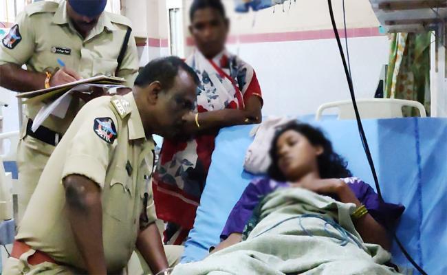 Married Woman Commits Suicide Attempt In Guntur - Sakshi