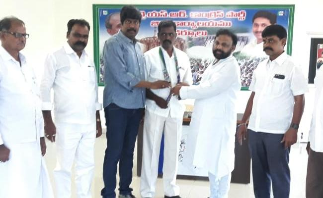Palle Yella reddy Join In YSR CP Kurnool - Sakshi