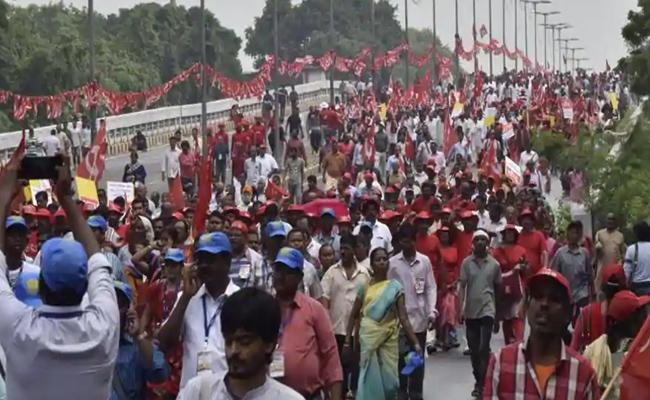 Workers, Farmers Demanding Central Govt Over Minimum Wages - Sakshi