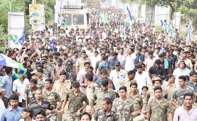 Sabbavaram People Support to YS Jagan In Praja Sankalpa Yatra - Sakshi