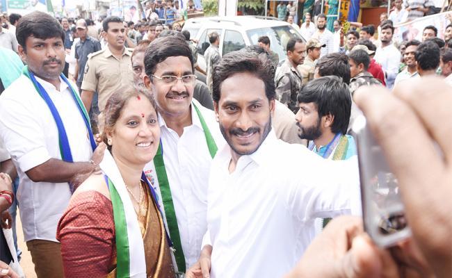 BJP Leader Join In YSRCP In Praja Sankalpa Yatra - Sakshi