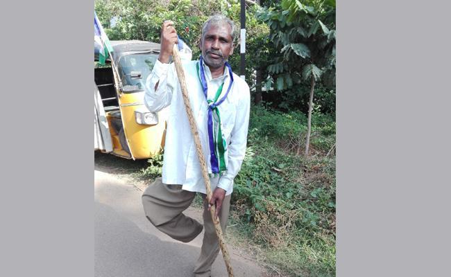 Telangana Handicapped Man Participate In Praja Sankalpa Yatra - Sakshi