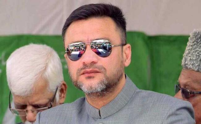Akbaruddin Owaisi Sensational Comments On KCR - Sakshi