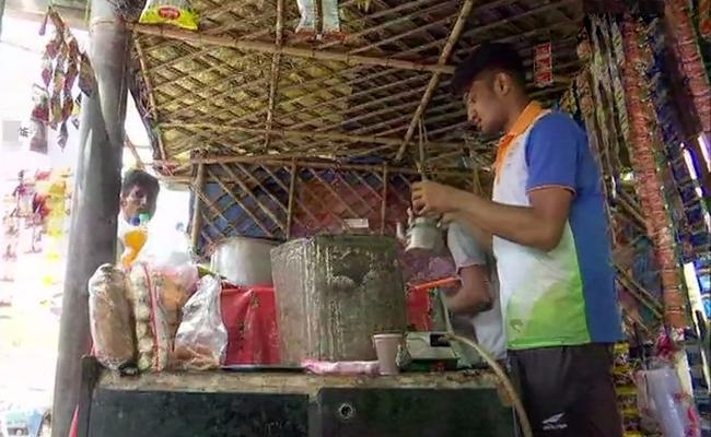 Asian Games Bronze Medalist Selling Tea With His Father - Sakshi