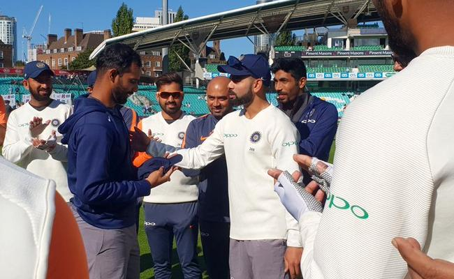 England Won The Toss And Elected to Bat Against India - Sakshi