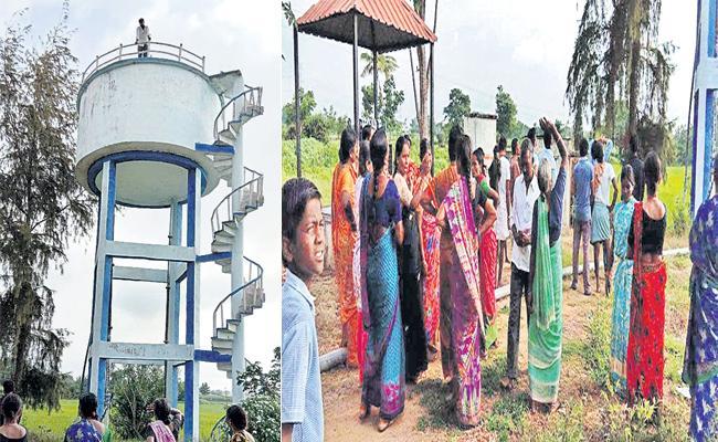 Bank Service Center Agent Cheats Customers In Medak - Sakshi