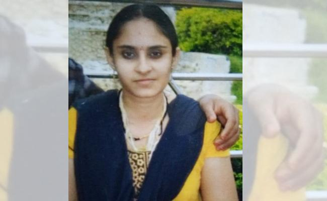 Married Woman Commits Suicide - Sakshi