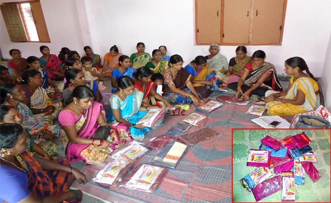 Bathukamma Sarees Distribution Scheme Opinion Poll In Nizamabad - Sakshi