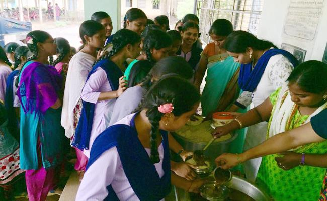 Food Agency Corruption In Midday Meals Scheme West Godavari - Sakshi