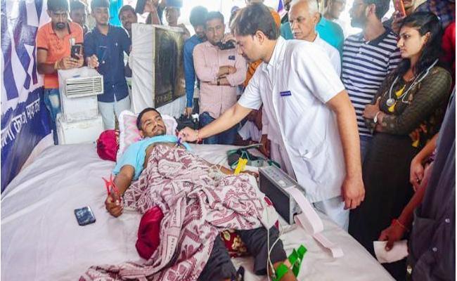 Hardik Patel Shifted To Hospital - Sakshi