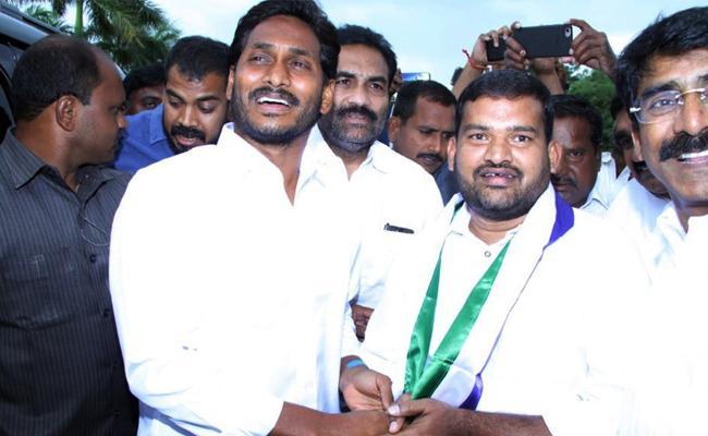 TDP Leader Anil Babu Join In YSR CP PSR Nellore - Sakshi