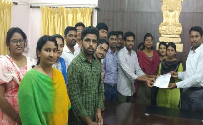 Contract doctors protest In Vizianagaram - Sakshi
