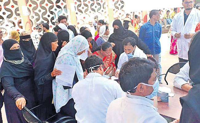 Osmania Doctors Protest Differently In Hyderabad - Sakshi