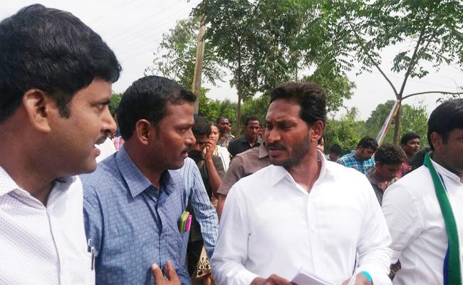 Teachers Meet YS Jagan In Praja Sankalpa Yatra - Sakshi