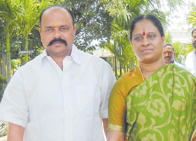 konda couples are in dailama - Sakshi