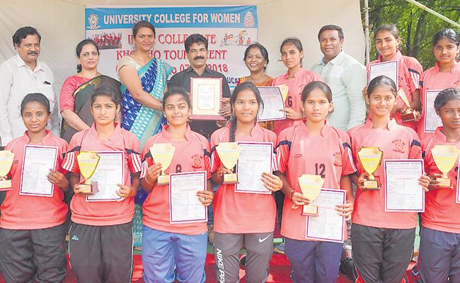Koti Womens College gets Kho Kho title - Sakshi