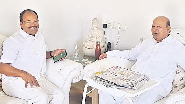 Kichannagari Laxma Reddy Meets Tulla Devender Goud - Sakshi