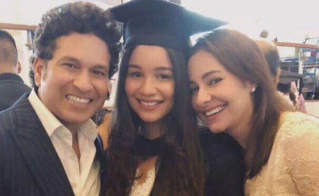 Sachin Tendulkar gets nostalgic on daughter Saras graduation - Sakshi