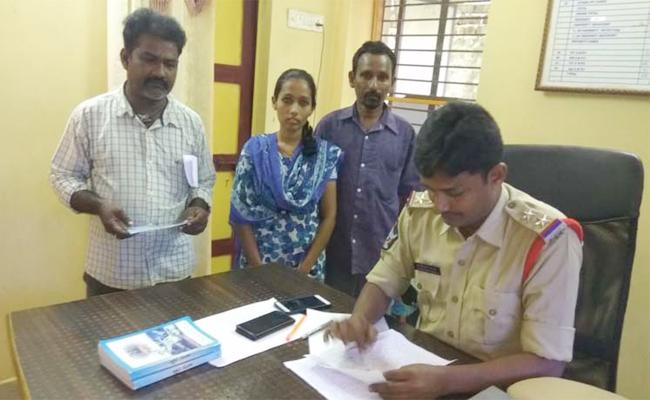 ATM Card RobbedAnd Withdrawel In Vizianagaram - Sakshi