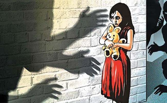 Elderly man Molestation On Girl In Guntur - Sakshi