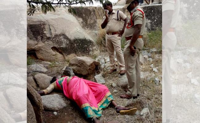 Married Woman Murder In Anantapur - Sakshi