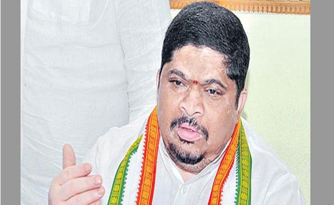 Congress Leader Ponnam Prabhakar Fires On TRS - Sakshi