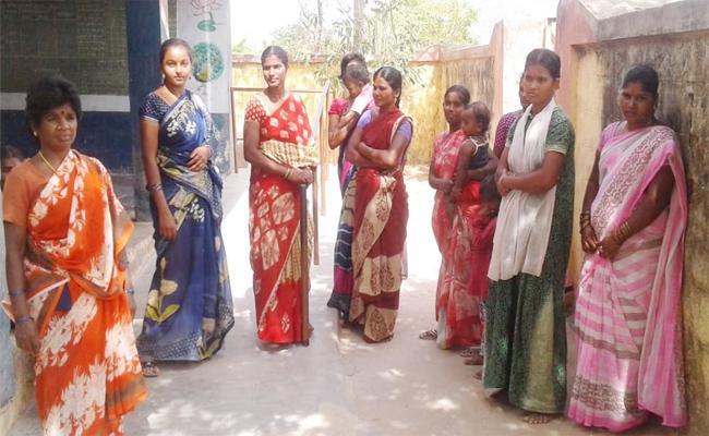 Villagers Protest Against Teacher In YSR kadapa - Sakshi