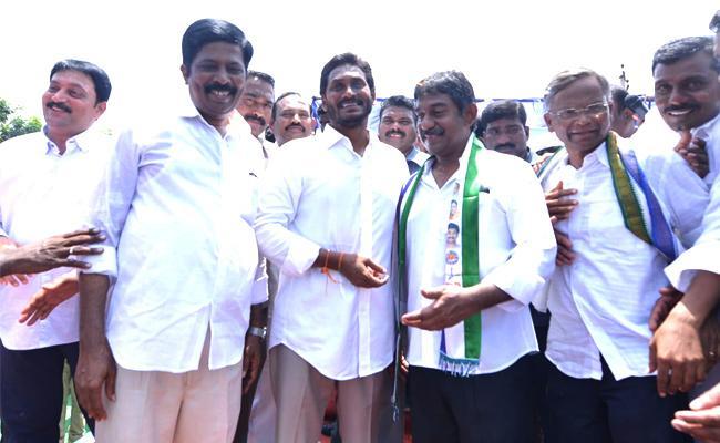 Ex CM Nedurumalli Janardhana Reddy Son Ram Kumar Joins in YSRCP - Sakshi